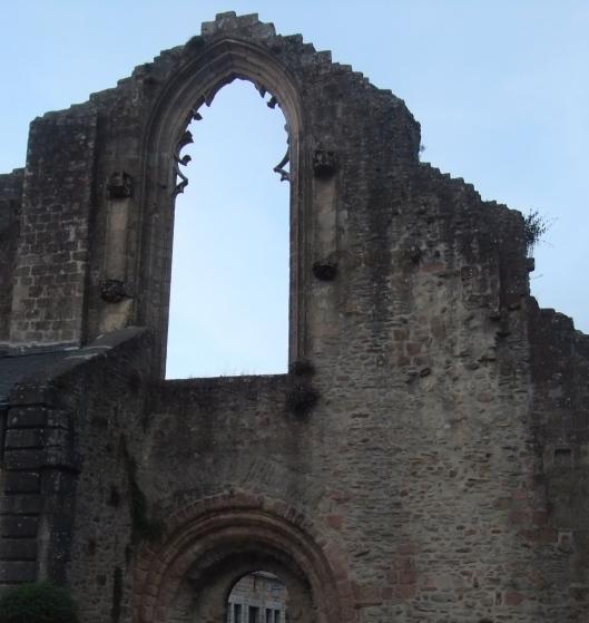ruines de l'église Saint Colomban